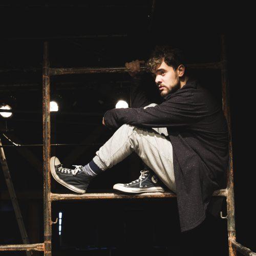 Luccas Papp estreia espetáculo que reflete cultura do cancelamento