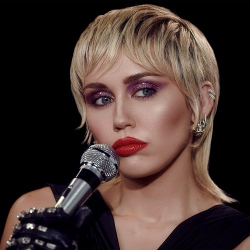 "Miley Cyrus está de volta com novo single, ""Midnight Sky"""
