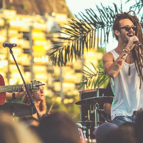 Gabriel Elias e Vitor Kley celebram amizade em novo single