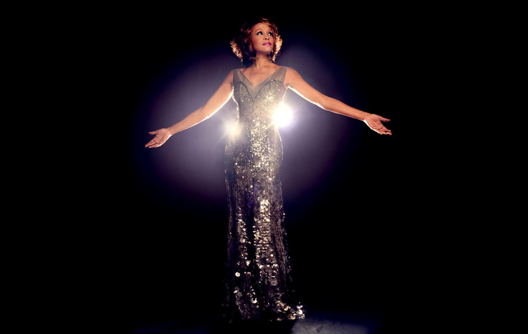 Artistas do teatro musical brasileiro cantam Whitney Houston