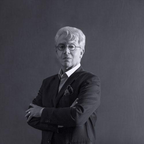 Peça celebra vida e obra de Clodovil Hernandes em SP