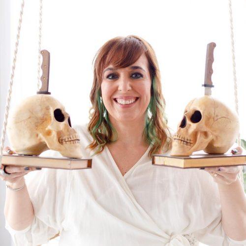 Autora brasileira, premiada como Melhor Livro de Suspense de 2020 pela ABERST, lança seu título em inglês