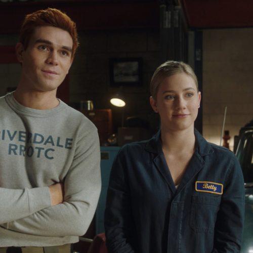 """É Hoje! Novo episódio de """"Riverdale"""" traz muita emoção em Riverdale High"""