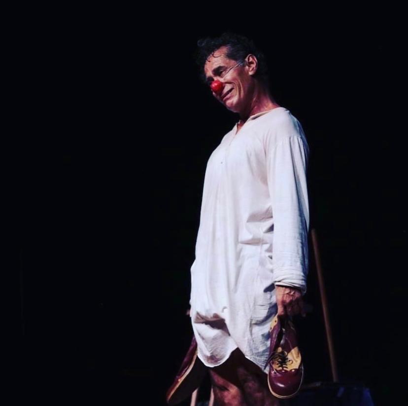 """Chico Diaz no espetáculo """"A lua vem da Ásia"""" diretamente do Teatro PetraGold"""