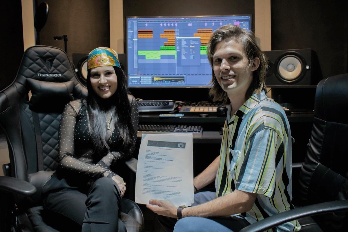 Filho de Emilio Surita vira cantor e participa do single de Manu Cabanas